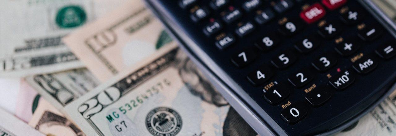Гроші та калькулятор